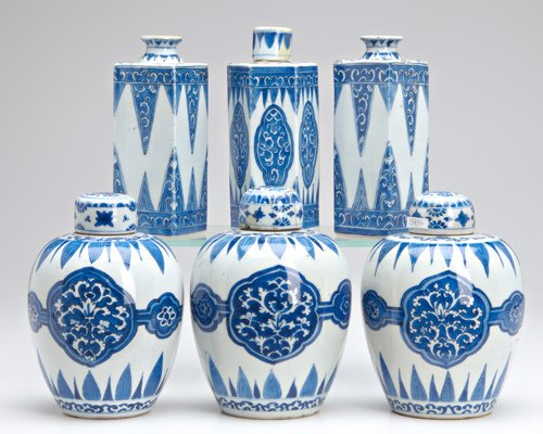 1003: CHINESE KANGXI PORCELAIN Six jars or bottles: