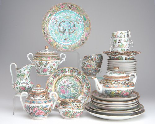 1005: CHINESE EXPORT FAMILLE ROSE PORCELAIN