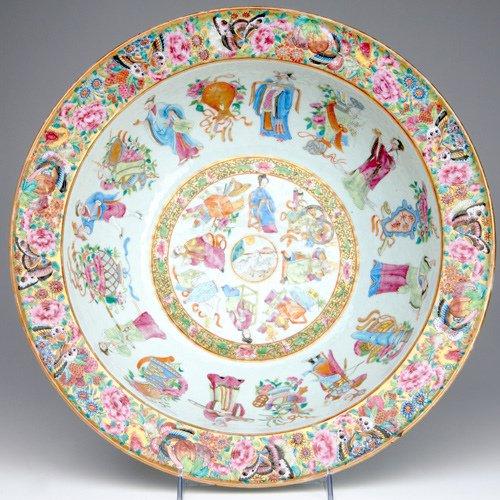 1020: FAMILLE ROSE Large bowl in the Mandarin pattern