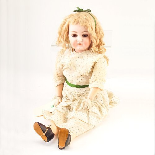 22: Armand Marseille Queen Louise doll, no. 7 1/2, in o
