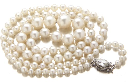 42: Graduated strand of natural pearls with diamond cla