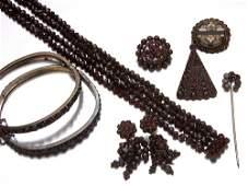 190 Victorian garnet jewelry pair of hinged garnet ba