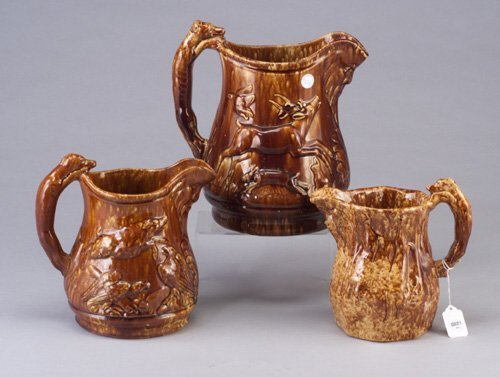 21: Three Rockingham hound-handle jugs. Talle