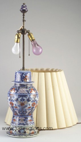 514: Imari-style porcelain table lamp with fl