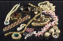 828 Lot of good vintage costume jewelry mos
