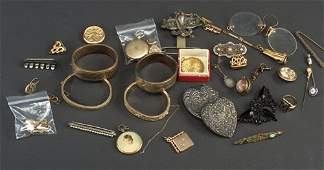 Assorted Victorian and antique jewelry i