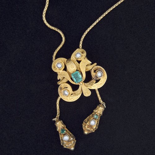 7: 19TH C. Neglegee-form necklace in gold, the central