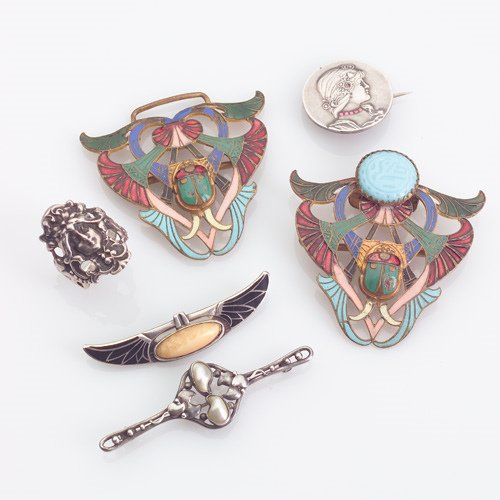 22: ARTS AND CRAFTS/ART NOUVEAU Jewelry group: Egyptian