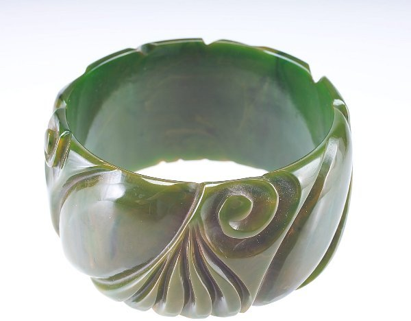 1: Bosha Lipton Estate: Wide bakelite bangle, olive