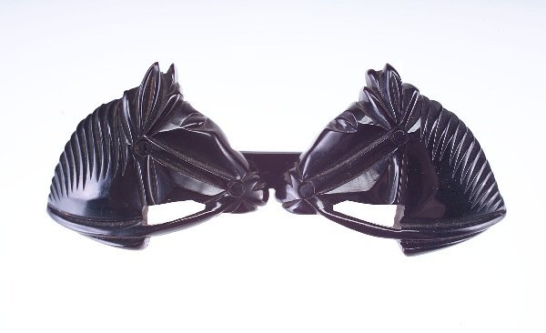 18: Bakelite double-horse pin in black, double-hinged s