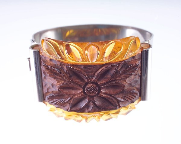 22: Bakelite and wood laminated hinged bangle, deeply-c