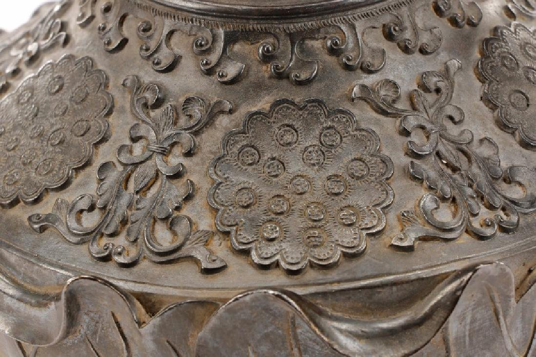 Chinese Lotus Leaf Bronze Vase, Qianlong Mark - 5