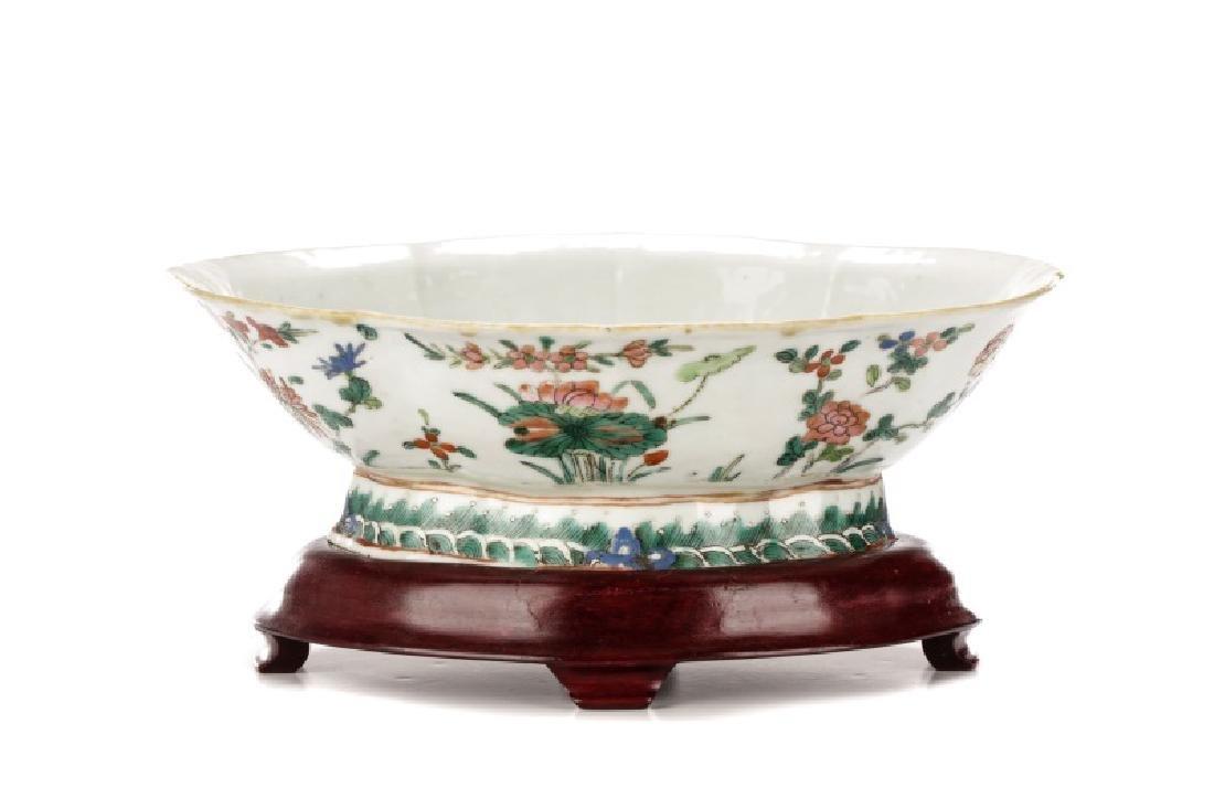 Chinese Export Floral Motif Quatrefoil Bowl