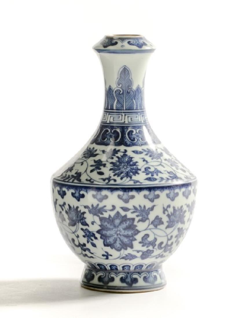 Chinese Qian Dynasty Style Blue & White Vase