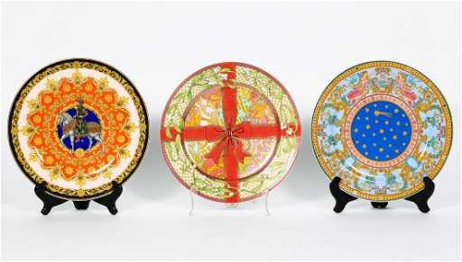 3 versace christmas edition charger plates