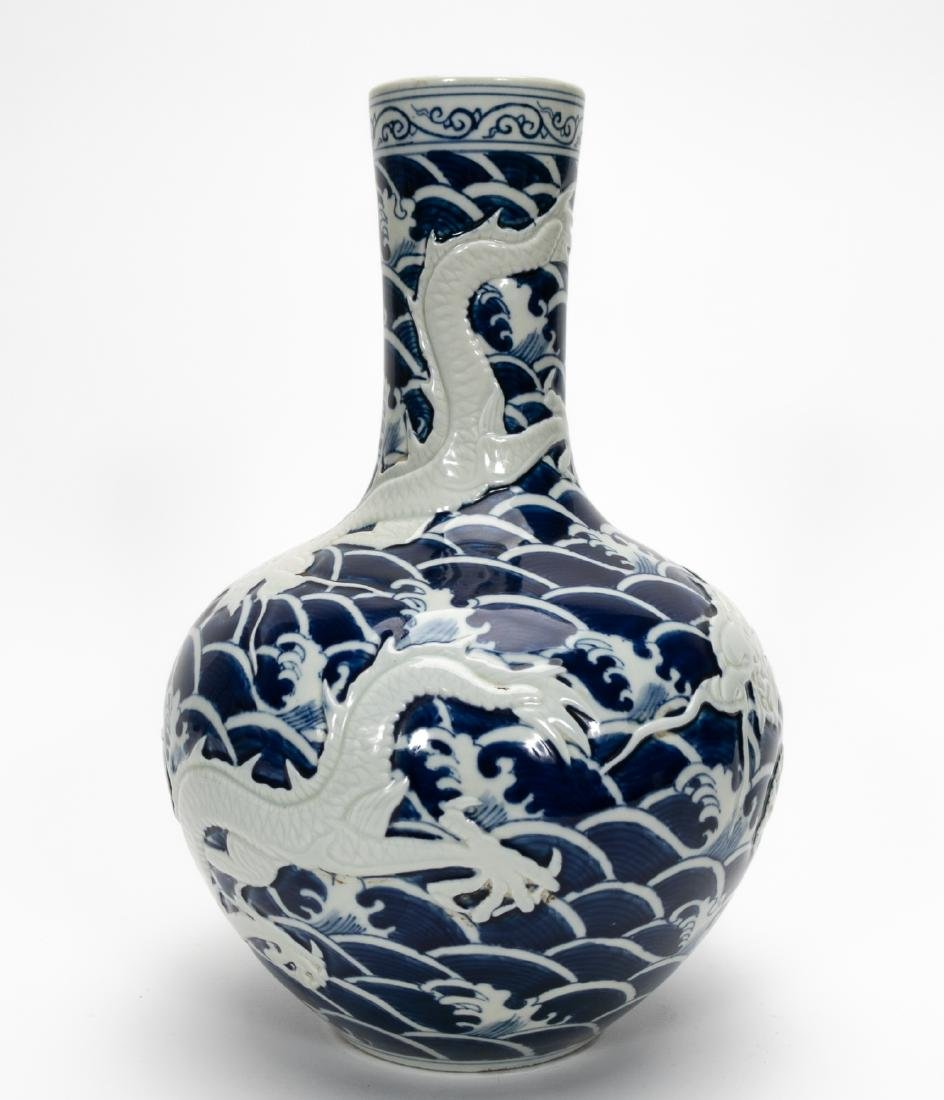Qing Dao Guang Globular Vase with Relief Dragon - 2