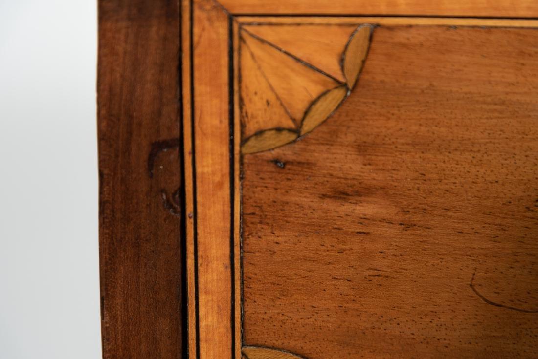 English Sheraton Serpentine Inlaid Chest, 19th C. - 9