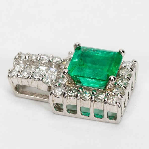 2.16ct Emerald & Diamond Pendant in Platinum, GIA - 6