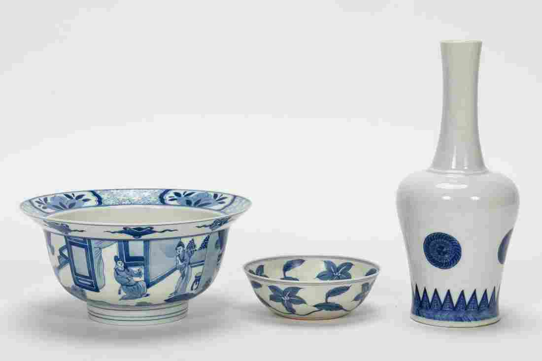 GROUP, THREE CHINESE BLUE & WHITE PORCELAIN ITEMS