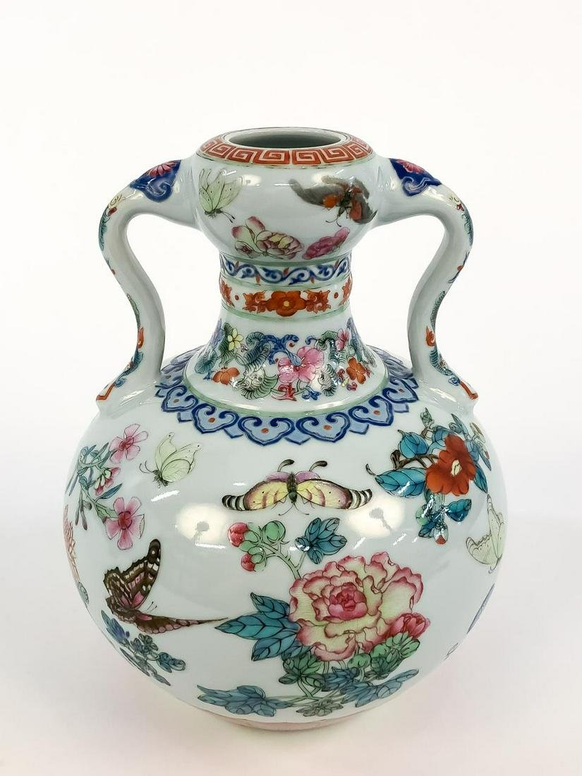CHINESE CHING STYLE FAMILLE ROSE VASE