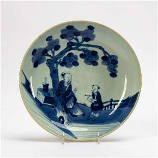 CHINESE ROUND BLUE & WHITE FIGURAL PLATE