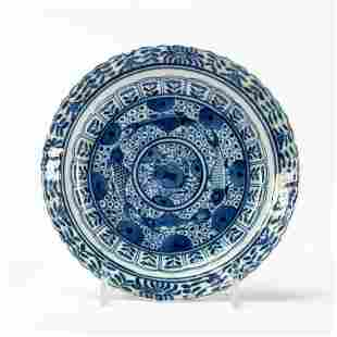 CHINESE SMALL BLUE & WHITE ROUND PORCELAIN SAUCER