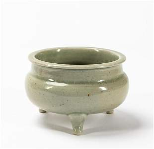CHINESE CELADON GLAZED FOOTED PORCELAIN BOWL