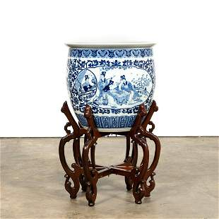 LARGE CHINESE BLUE & WHITE FISHBOWL ON STAND