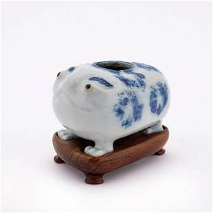 CHINESE BLUE & WHITE 3 LEG TOAD PORCELAIN DROPPER
