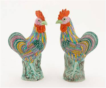PAIR CHINESE EXPORT FAMILLE ROSE ROOSTERS