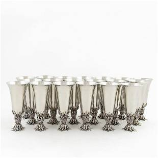 19 PCS, 4 POINTS PEWTER PINEAPPLE STIRRUP CUPS