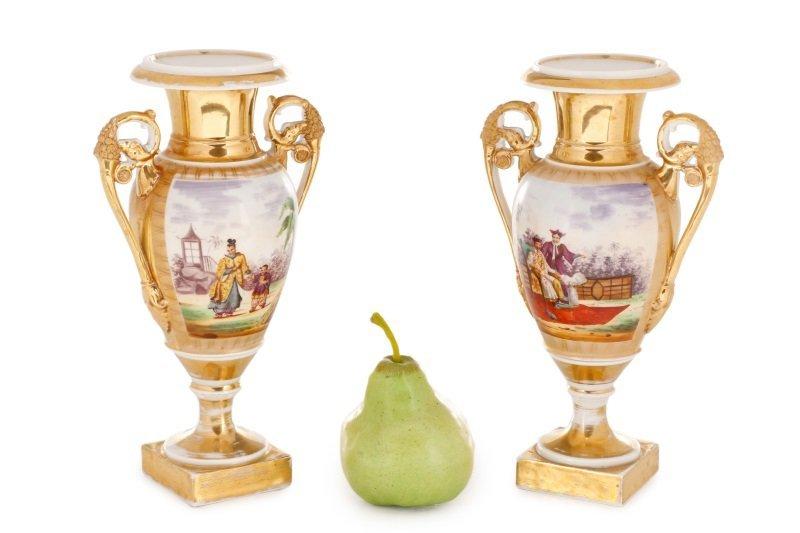 Pair of Old Paris Figural & Gilt Porcelain Urns - 10