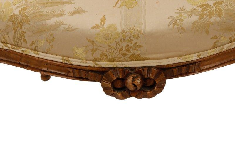 Louis XVI Period Carved Fauteuil la Reine - 3