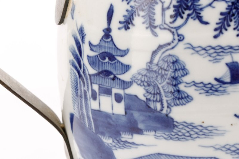 Fine Chinese Export Blue Willow Pitcher, c.1810 - 4