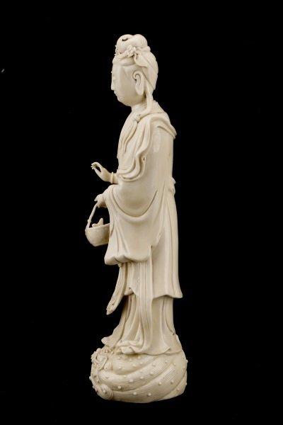 Fine Dehua Blanc de Chine Figure, Standing Guanyin - 7
