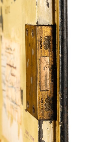 Hobbs & Co Painted Steel Safe, Late 19th - 3