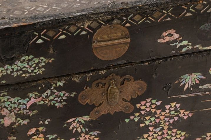 English Black Lacquer & MOP Inlaid Lidded Box - 3