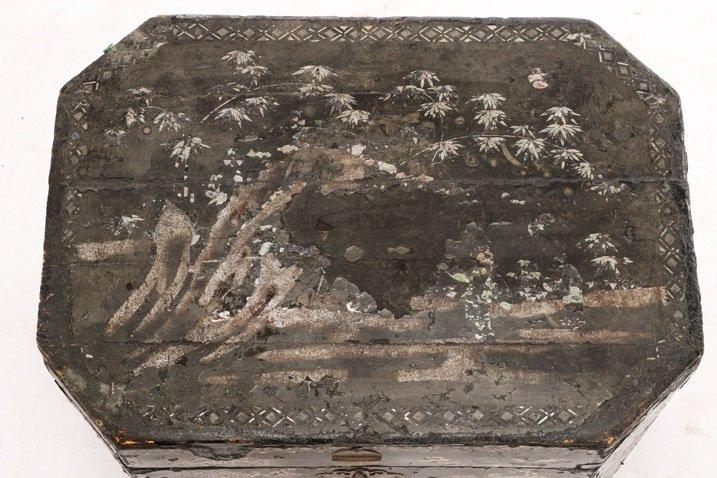 English Black Lacquer & MOP Inlaid Lidded Box - 4