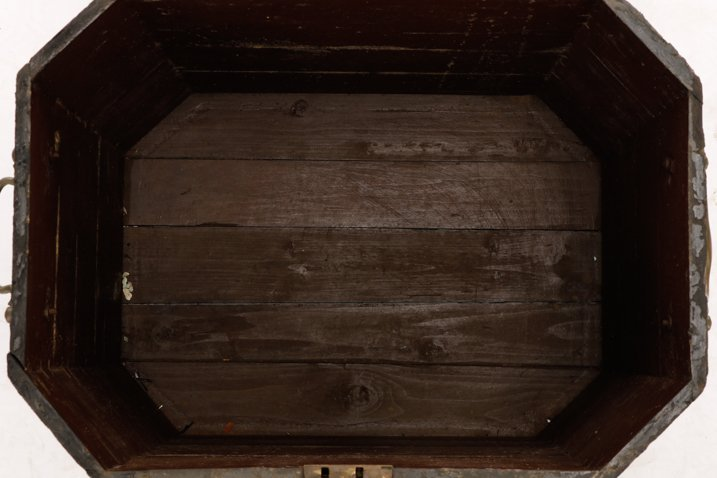 English Black Lacquer & MOP Inlaid Lidded Box - 8