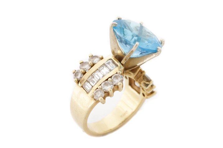 Large 14K Yellow Gold, Blue Topaz, & Diamond Ring - 3