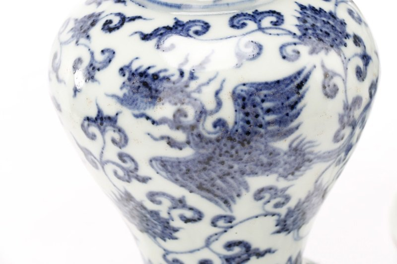 Pair of Unusual Chinese Export B&W Porcelain Vases - 5