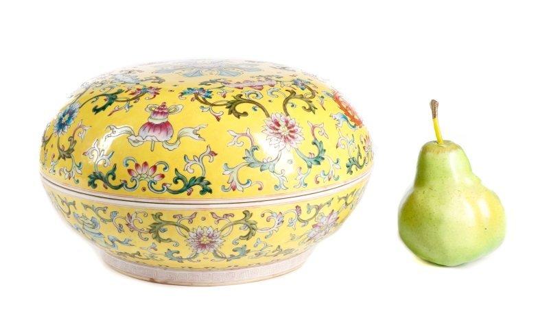 Famille Jaune Ba Jixiang Round Box, Qianlong - 10