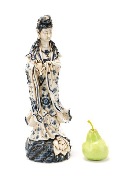 19th C. Chinese Export Porcelain Figure of Quanyin - 10