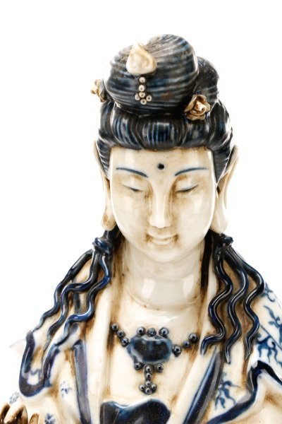 19th C. Chinese Export Porcelain Figure of Quanyin - 2