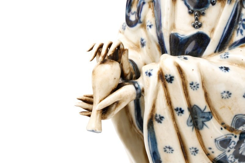 19th C. Chinese Export Porcelain Figure of Quanyin - 3