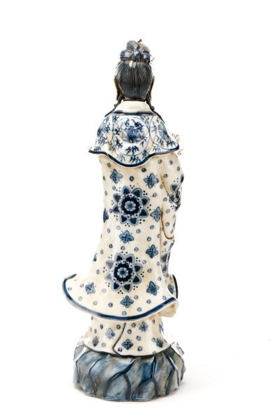 19th C. Chinese Export Porcelain Figure of Quanyin - 7