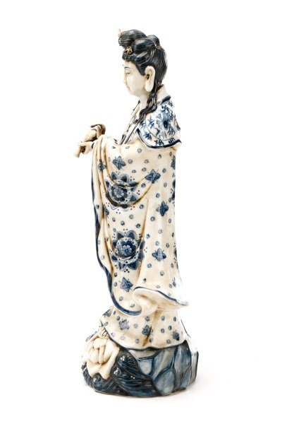 19th C. Chinese Export Porcelain Figure of Quanyin - 8