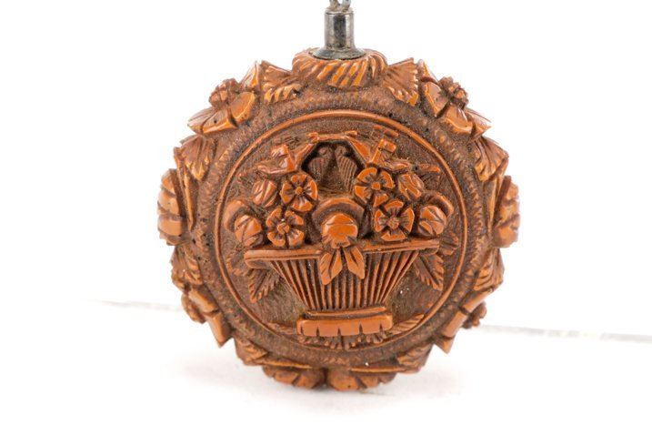 Carved Boxwood Netsuke with Musical Motif, 19th C. - 5