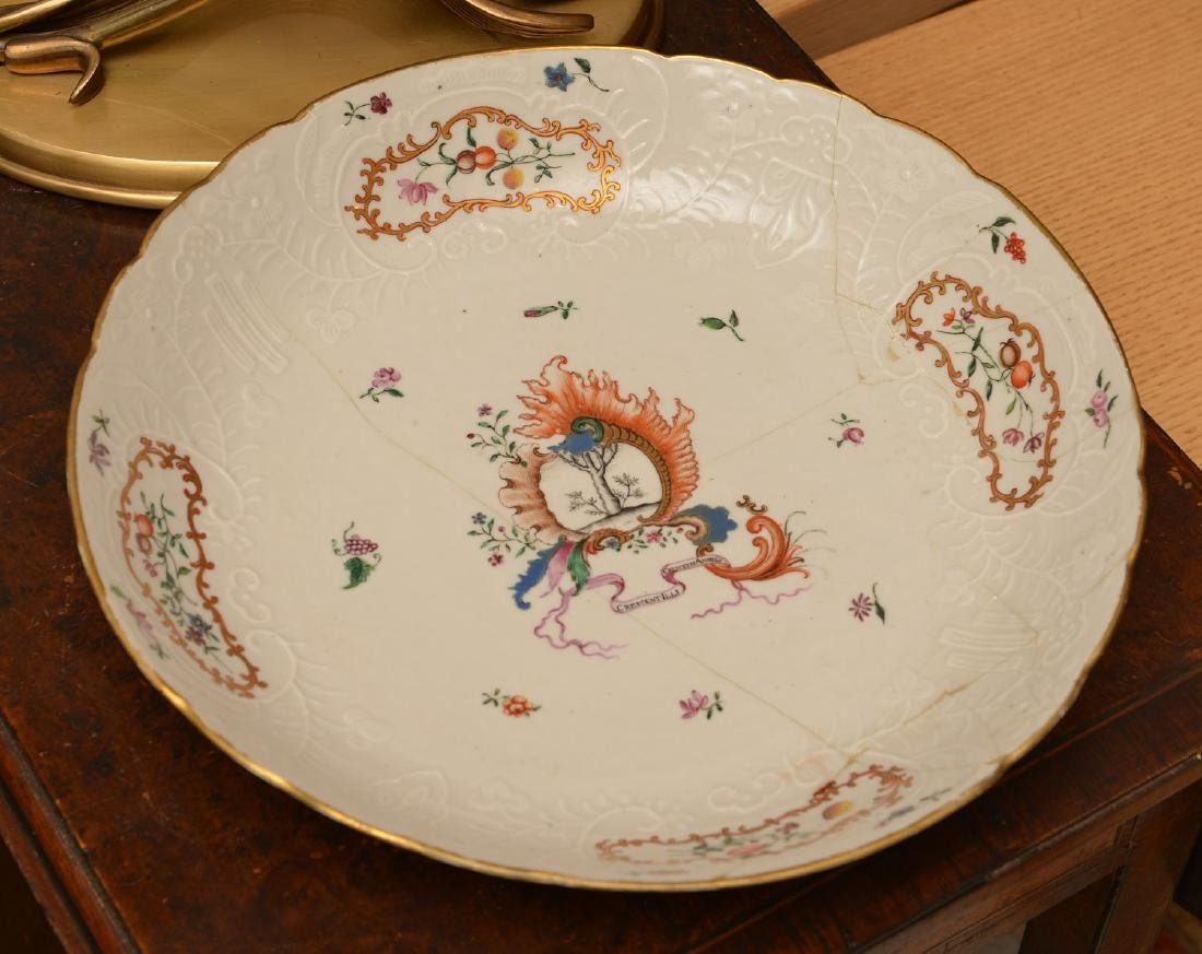 Nice Chinese Export Armorial serving dish