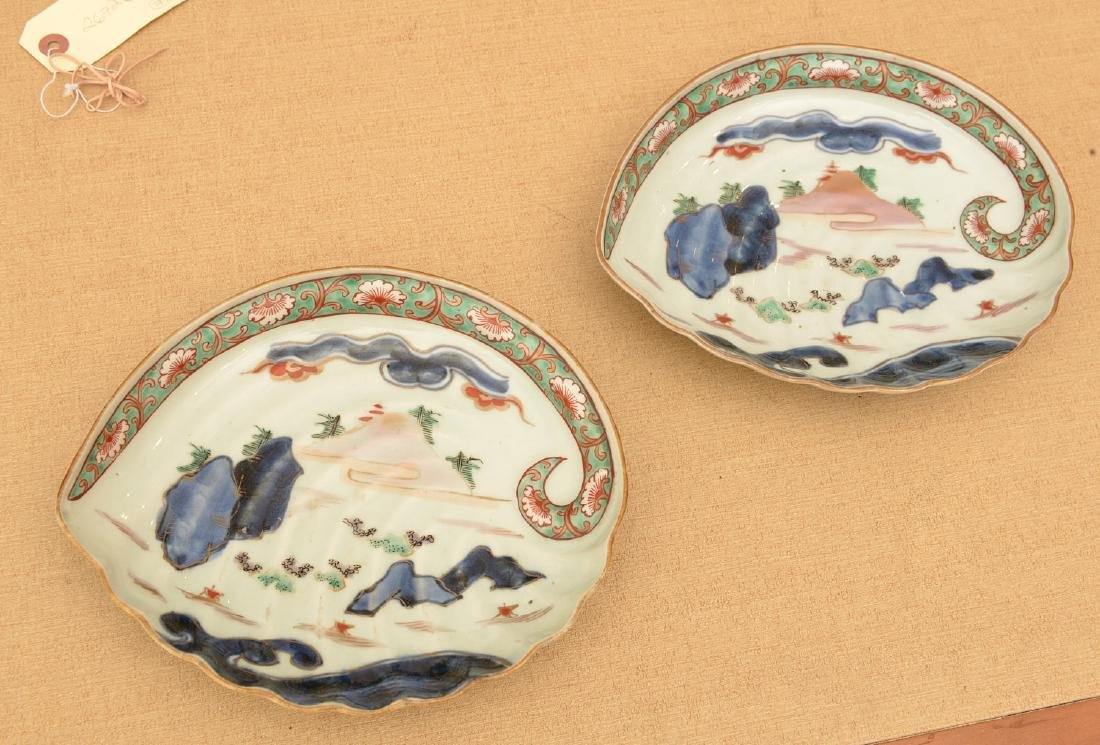 (2) Japanese porcelain Awabi form dishes